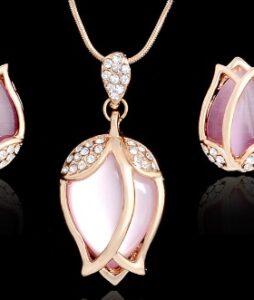 18 K kullatud Opaalist ripats ja kõrvarõngad