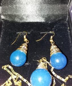18 K kullatud sinise Jadeiit ripats ja kõrvarõngad
